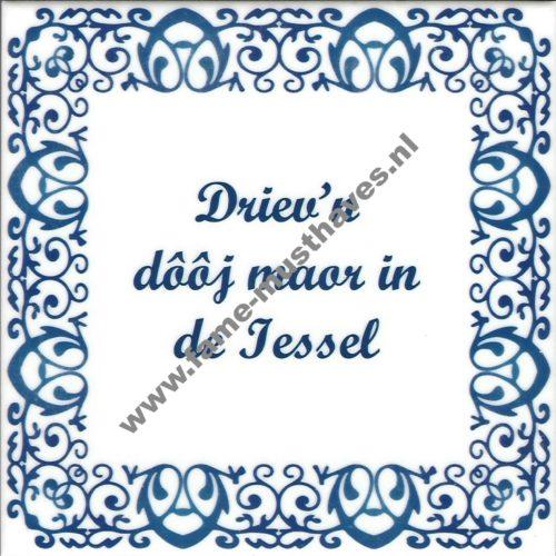 Tegeltje met opdruk:  driev´n dooj moar in de Iessel