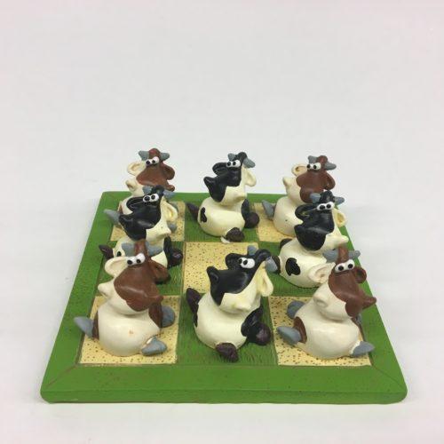 Spelletje boter kaas en eieren met koeien