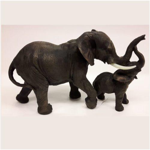 Beeld olifant met jong kalfje voor levensecht
