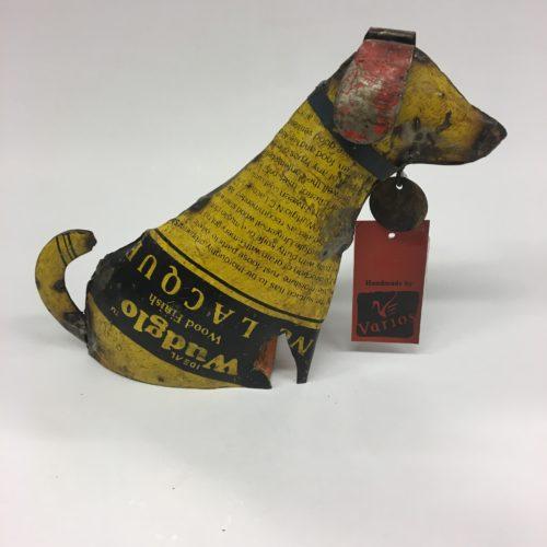 Varios hond teckel gemaakt van gerecyclede materialen