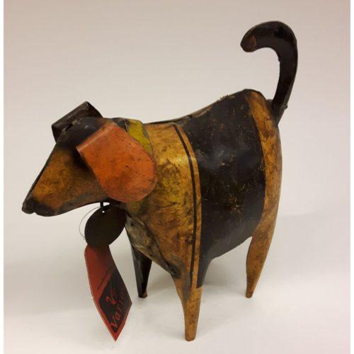 Fairtrade beeldje hond van gercyclede oliedrums