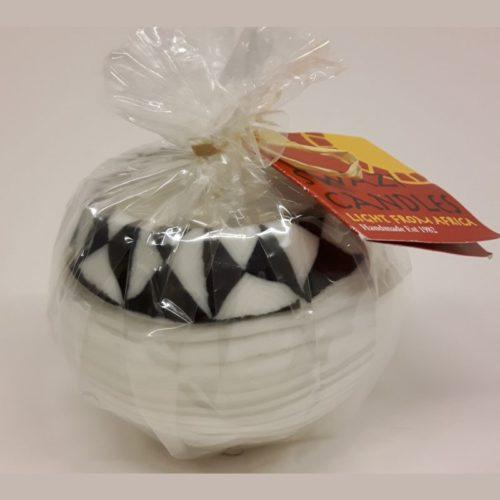Fairtrade bolkaars Swazi Candlle wit zwart driehoek motief