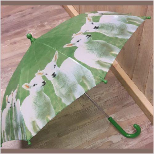 Kinder paraplu lammetjes in de wei van Esschert design