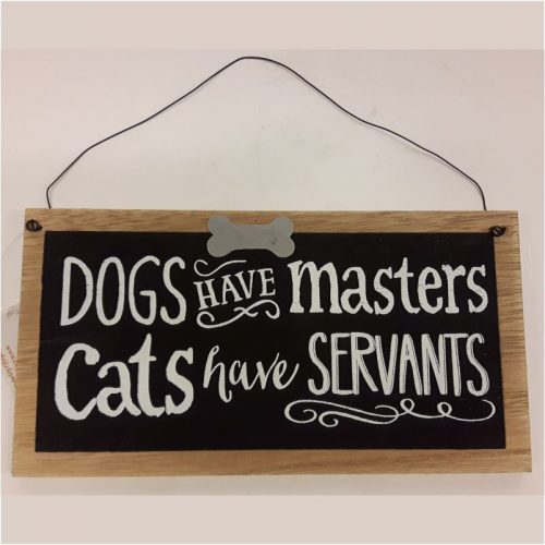 Tekstbord met honden kluifje Dogs have masters cats have servants