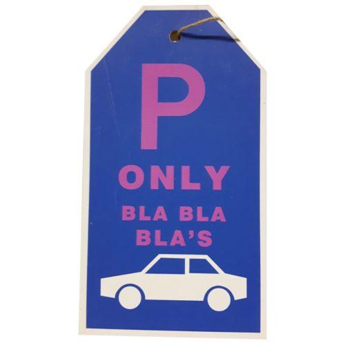 Tekstbord parkeren met auto parkeerplaats only bla bla bla's