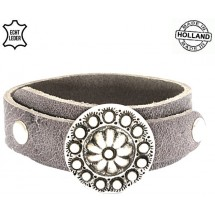 Lederen dames overlap armband met metalen bloem grijs