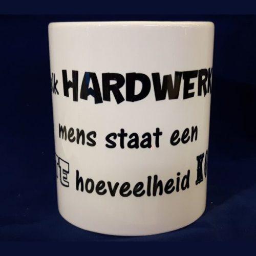 Witte koffiemok Achter elk hardwerkend mens staat een grote hoeveelheid koffie
