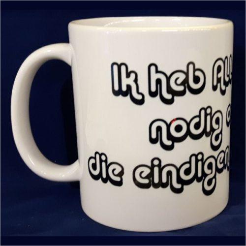 Witte koffiemok Ik heb alle dagen koffie nodig die eindigen op een G