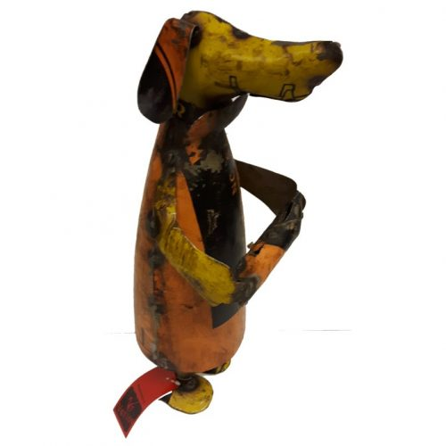 Fairtrade beeldje Varios hond met bot oude olievaten 36 cm