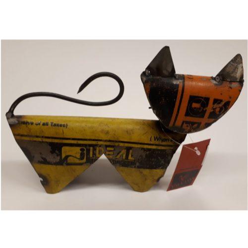 Fairtrade beeldje kat middel gemaakt van gerecyclede oliedrums