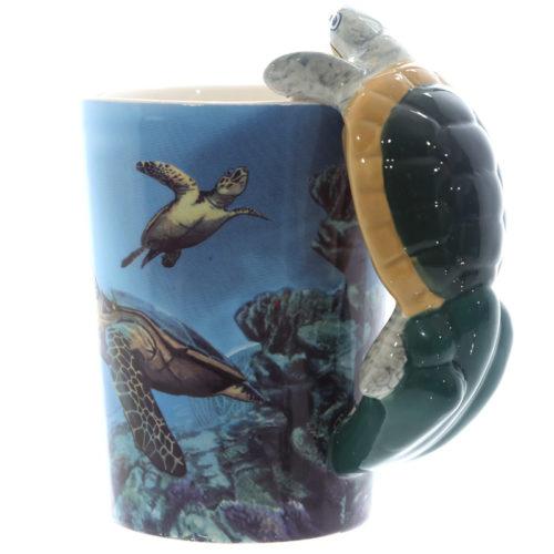 Mok onder water met schildpad als handvat