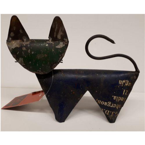 Fairtrade beeldje kat klein en donker gemaakt van gerecyclede oliedrums