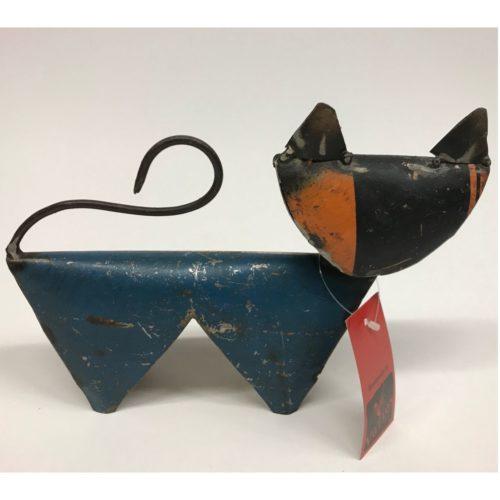 Fairtrade beeldje kat middel oranje blauw gemaakt van gerecyclede oliedrums