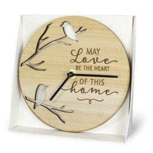 Klok van hout met spreuk love and home