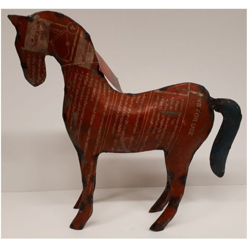Fairtrade beeld paard gemaakt van gerecyclede oliedrums
