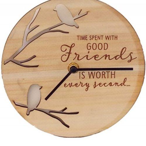 Klok van hout met spreuk Friends