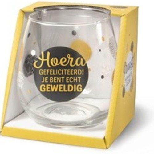 Water- wijnglas met tekst Hoera gefeliciteerd je bent echt geweldig
