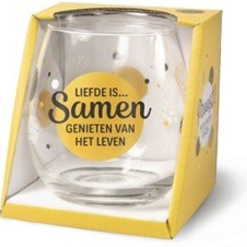 Water- wijnglas met tekst Liefde is samen genieten van het leven