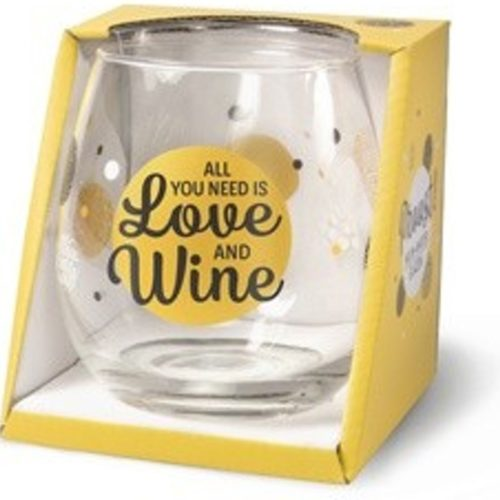 Wijnglas met tekst All you need is love and wine