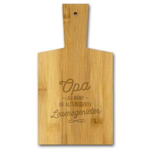 Borrelplank van bamboe met tekst OPA de allerliefste levensgenieter