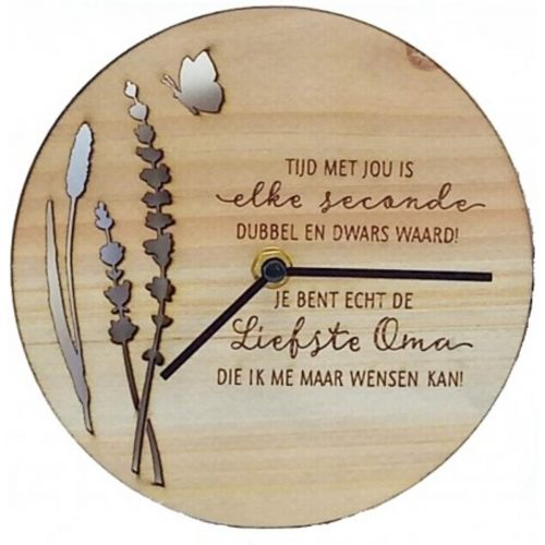 Klok van hout met Spreuk Lieve oma