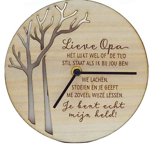 Klok van hout met Spreuk Lieve opa