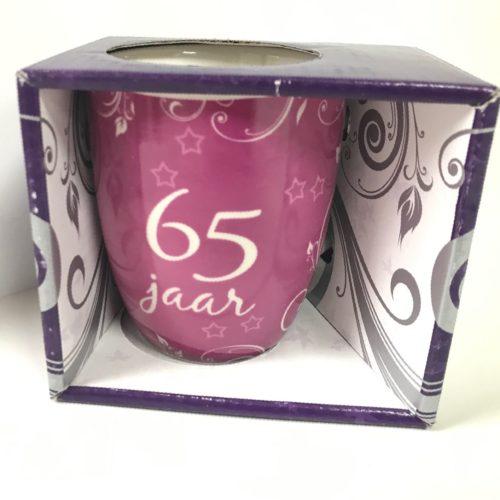 Mok verjaardag 65 jaar in nette geschenkverpakking