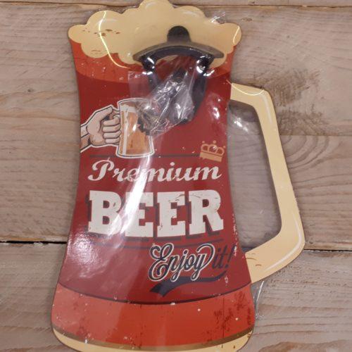 Flesopener voor aan de wand op houten bierpul in rood en oranje