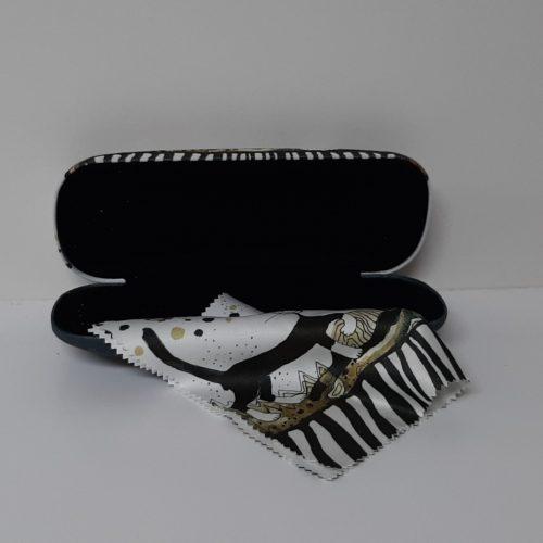 Luxe brillenkoker met poetsdoek van Rosina Wachtmeister Sepia Cats