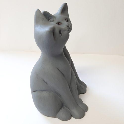 Fairtrade set van 2 beeldjes grijze katten van aardewerk uit Nepal