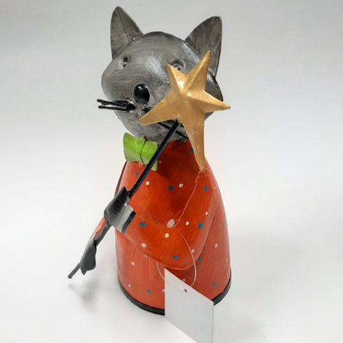 Faitrade metalen beeldje kat met ster op stok gemaakt van verfblikken