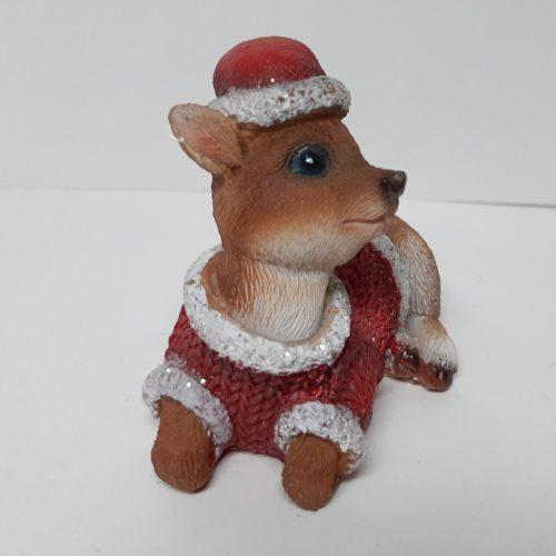 Kerst beeldje rendier Bambi met muts liggend met kop rechts