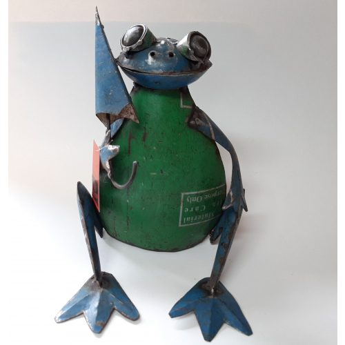 Metalen beeldje kikker met paraplu van gebruikte oliedrums by Varios