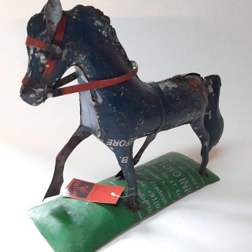 Metalen beeldje paard blauw van gebruikte oliedrums by Varios
