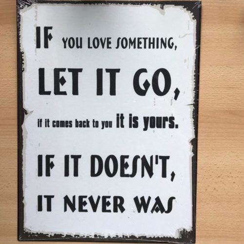 Groot tekstbord If you love something let it go if it comes back to you it is you