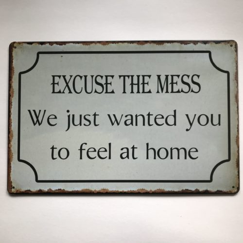 Metalen tekstbord Excuse the mess We just wanted you to feel home