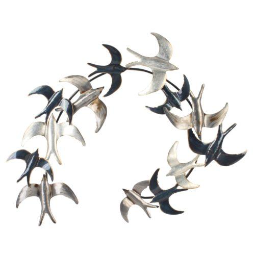 Wand deco metaal zwerm zwarte en witte vogels in cirkel 70 x 88cm