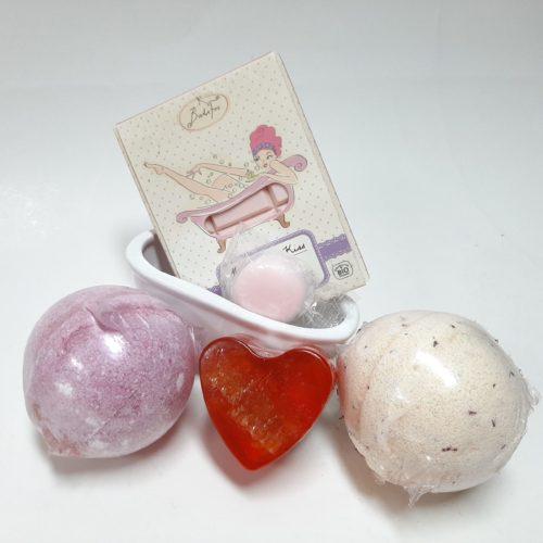 Cadeau pakket badkamer met bruisballen hartzeep en badchocolade