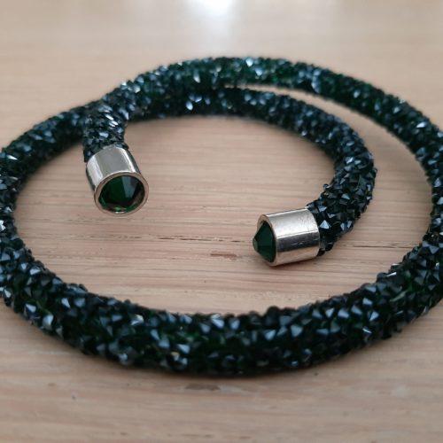 Enkele Maxima stijl braam armband in zwart groen met aan het uiteinde groene kraal