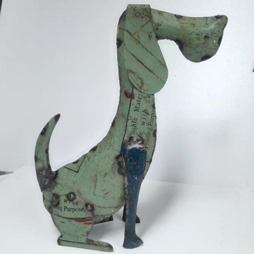 Metalen beeldje hond teckel van gebruikte oliedrums by Varios