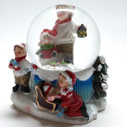 Sneeuwbol kerst winter-kinderen met jongen met sneeuwpop 9cm hoog