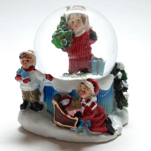 Sneeuwbol kerst winter-kinderen met meisje met kerstboom 9cm hoog