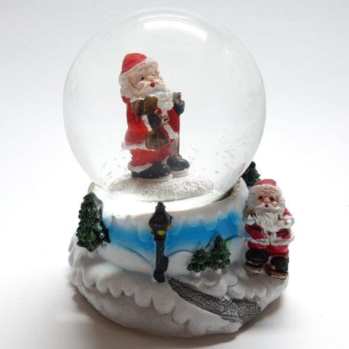 Sneeuwbol met bergpad als onderstel en staande kerstman in de bol 7cm hoog