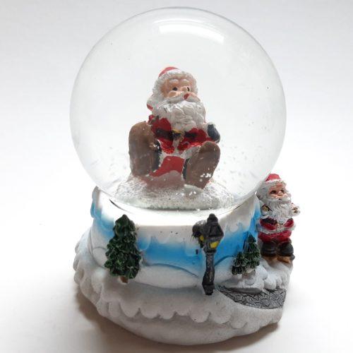 Sneeuwbol met bergpad als onderstel en vallende kerstman in de bol 7cm hoog