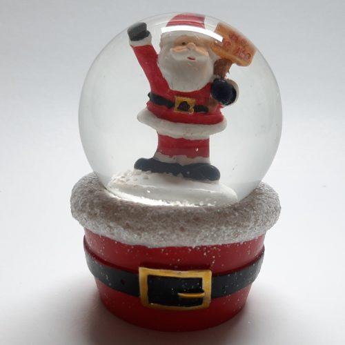 Sneeuwbol met rode voet met riem met daarop de kerstman bord hohoho 10cm