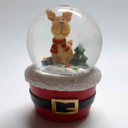 Sneeuwbol met rode voet met riem met daarop een rendier 10cm
