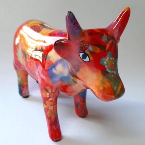 Spaarpot koe in rood met bloemenprint