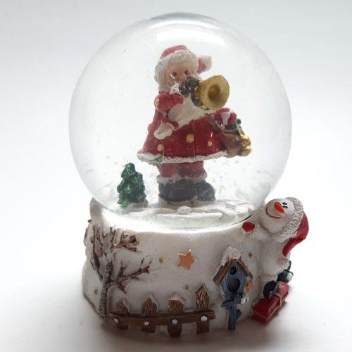 sneeuwbol witte basis sneeuwpop kijkt naar kerstman met trompet