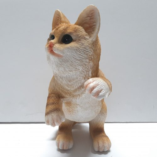 Beeldje staande, spelende rode kat, levensecht