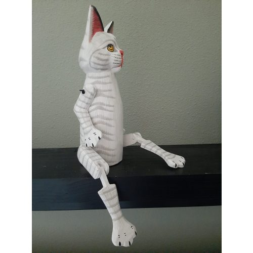 Fairtrade beeld kat van hout wit-grijs met beweegbare pootjes